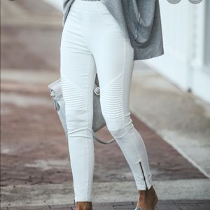 ⚡️ NWOT Vici • Piper Leggings (Off White)